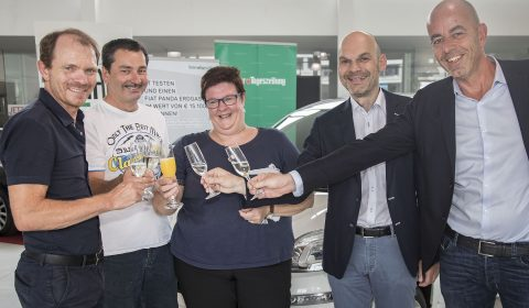 Die Zillertalerin Manuela Arnold gewann einen Fiat Panda Erdgas von Lüftern und der Tiroler Tageszeitung